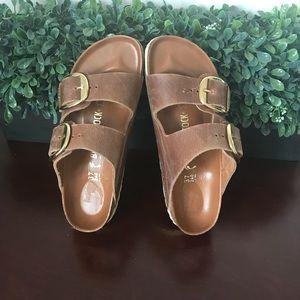 8a2b714b1f0 Birkenstock Shoes - Birkenstock Arizona big buckle leather sandal 💕